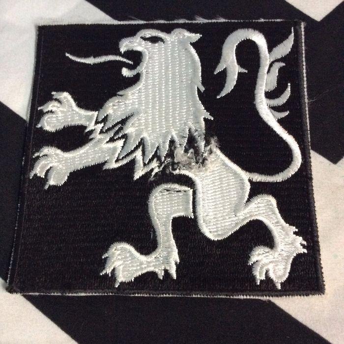 PATCH- RENAULT EMBLEM LION BLACK LARGE SQAURE *OLD STOCK 1