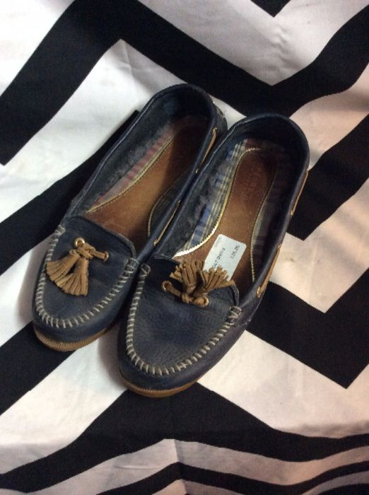 SLIP-ON LEATHER BOAT SHOES TASSELS 1