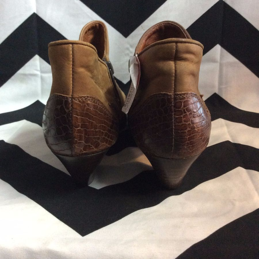 BROWN LOW RISE BOOTS WITH CROCODILE DETAIL 2-67 3