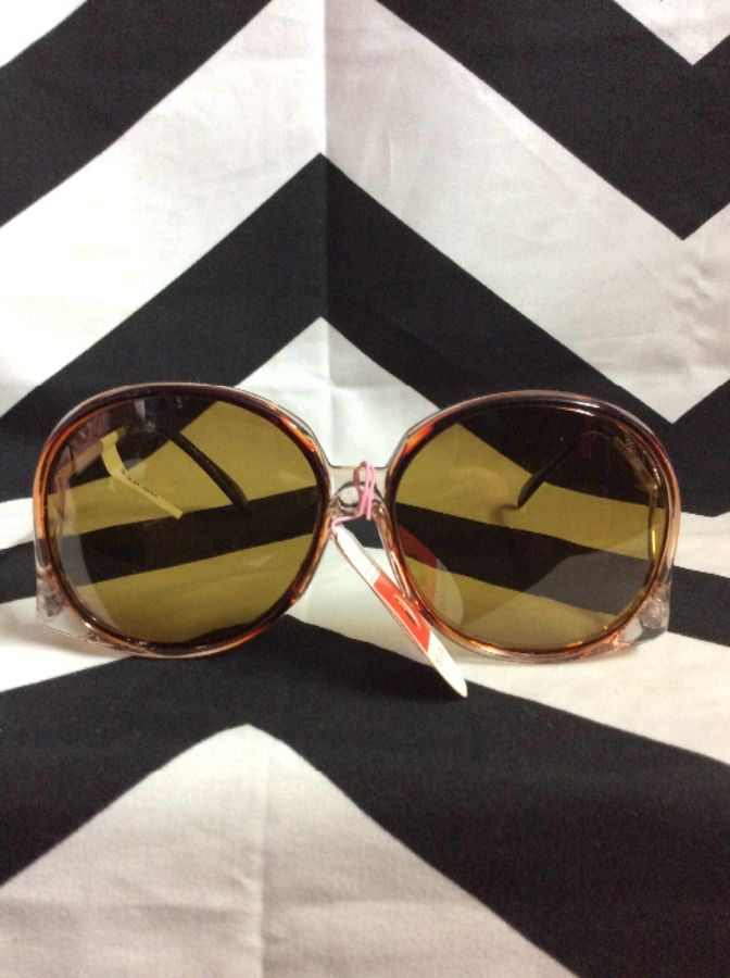 SUNGLASSES UPSIDE DOWN ROUND PLASTIC 1