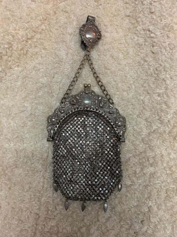 1902 GERMAN SILVER MESH CHUNKY CLOSURE HOOK HANDLE BAG
