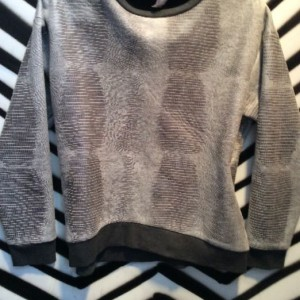 SNAKE PRINT CROPPED PULLOVER SWEATER 1
