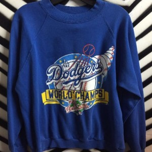 DODGERS WORLD CHAMPS PULLOVER SWEATSHIRT 1
