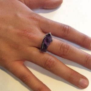 AMETHYST CRYSTAL SQUARE RING, GOLD TONE 1
