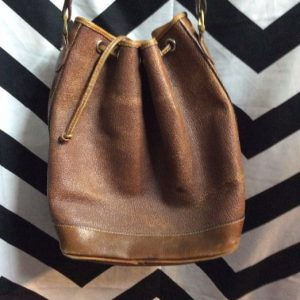 LIZ CLAIBORNE ALL LEATHER DRAWSTRING BUCKET BAG 1