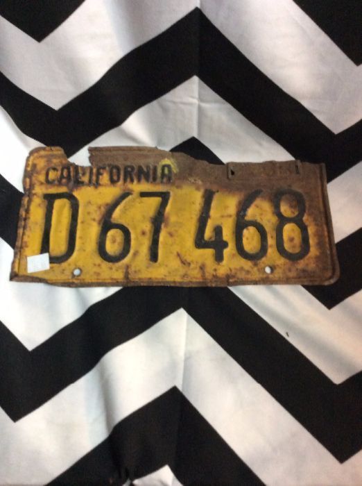 OLD VINTAGE LICENSE PLATE - CALIFORNIA - RUSTY