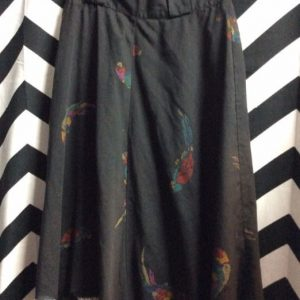 CUTOFF BLACK SKIRT WITH PAROT PRINTS 1