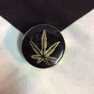 BW PIN- Circle Leaf Black 1