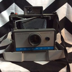 Vintage Polaroid 210 Folding Land Camera w Case & Flash 1