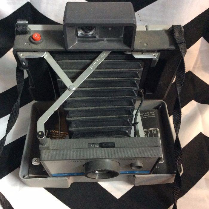 Vintage Polaroid 210 Folding Land Camera w Case & Flash 2