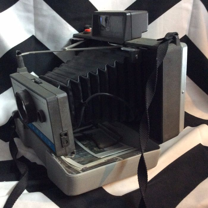 Vintage Polaroid 210 Folding Land Camera w Case & Flash 3