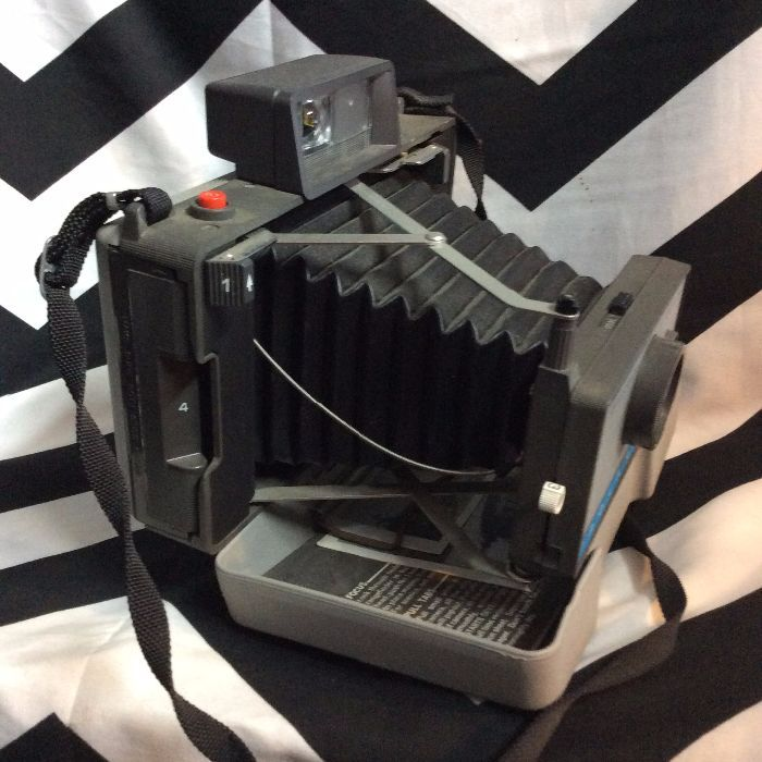 Vintage Polaroid 210 Folding Land Camera w Case & Flash 5