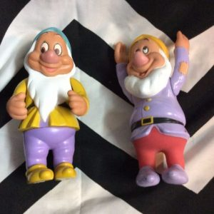 Retro Seven Dwarfs Action Figure (Bashful, happy) 1