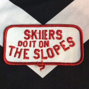PATCH SKIIERS DO IT ON THE SLOPES *deadstock 1