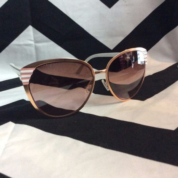 product details: SUNGLASSES – 3 LINE DESIGN IN CORNERS OF FRAMES photo