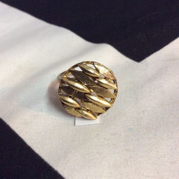 product details: LITTLE RETRO GOLD LEAF STYLE RING CIRCLE photo