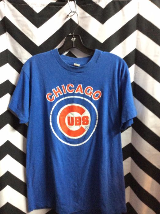 8fd7f9bf50299 T-SHIRT - CHICAGO CUBS - SCREEN PRINTED GRAPHIC FULL FRONT - SOFTY