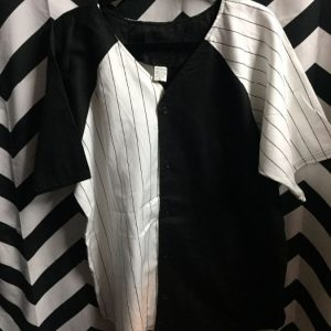 BASEBALL JERSEY HALF STRIPPED HALF BLANK OPPOSITE SLEEVES 1