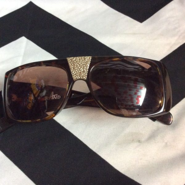 product details: RETRO HIPHOP SUNGLASSES W/GOLD LOGOS photo