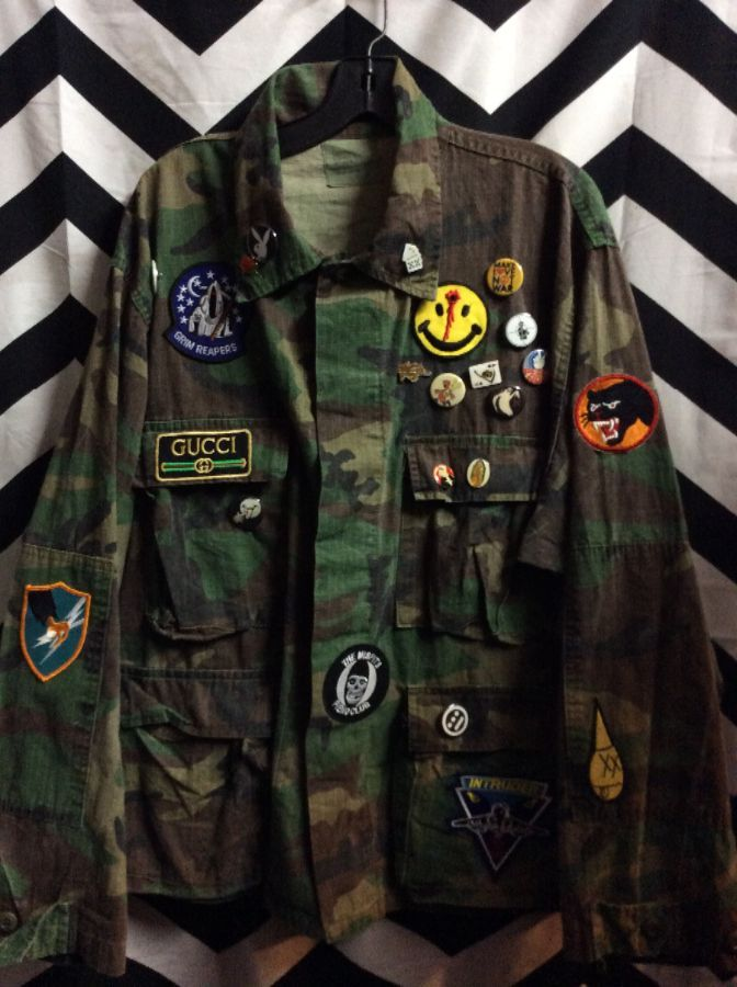 ARMY JACKET CAMO W/PINS/ PATCHES 4 FRONT POCKETS
