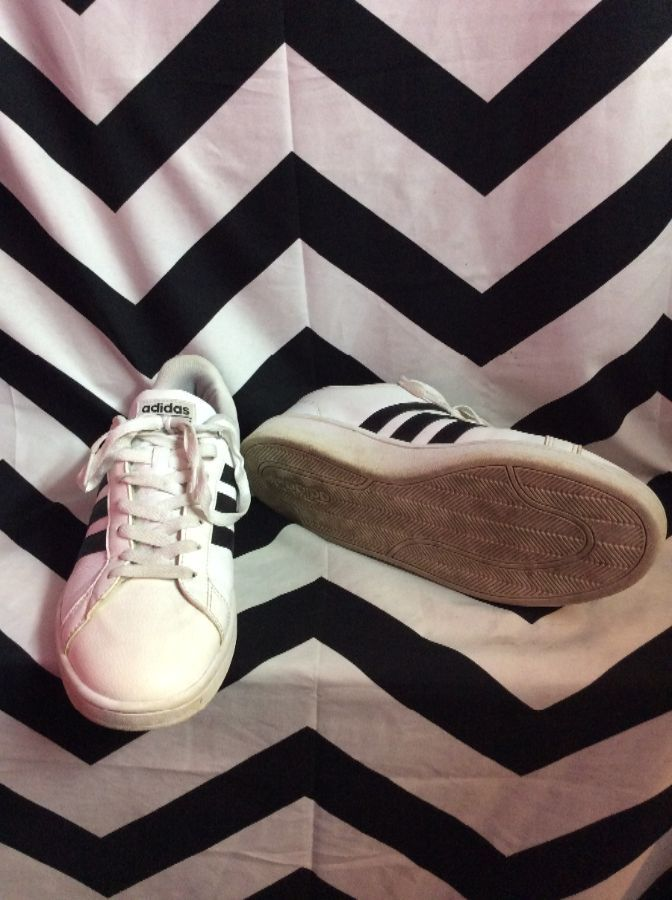 CLASSIC LEATHER ADIDAS TENNIS SHOES 2