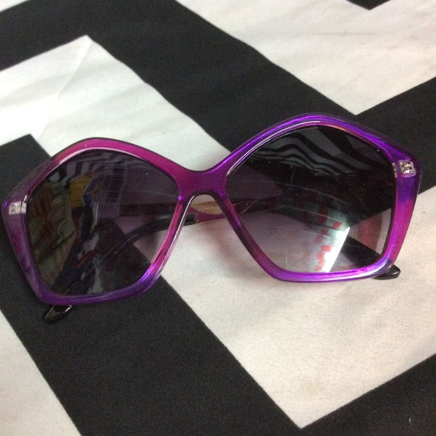 KISS SUNGLASSES W/ POLYGON SHAPE