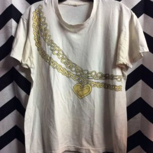 TSHIRT GOLD HEART PENDENT AND CHAIN GRAPHIC 1