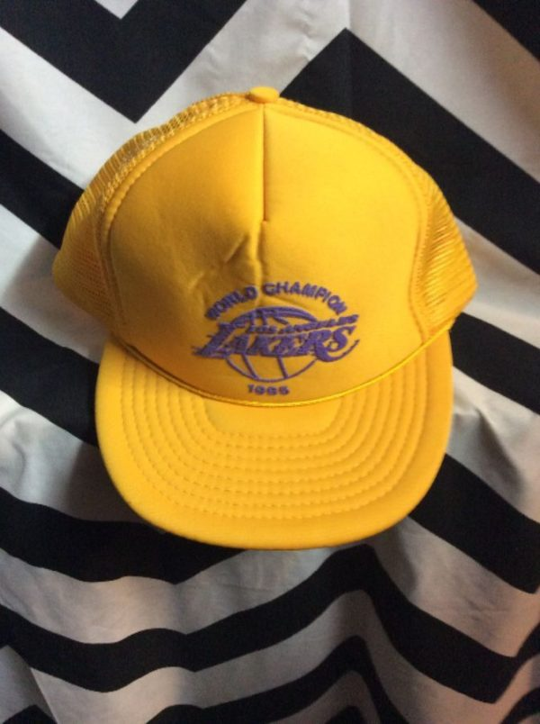 product details: TRUCKER STYLE BASEBALL CAP LAKERS 1985 WORLD CHAMPIONS, SNAPBACK photo