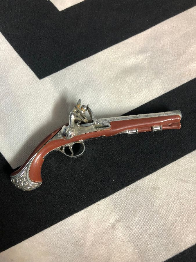 TOY MUSKET GUN W/ PLASTIC BODY & METAL HARDWARE