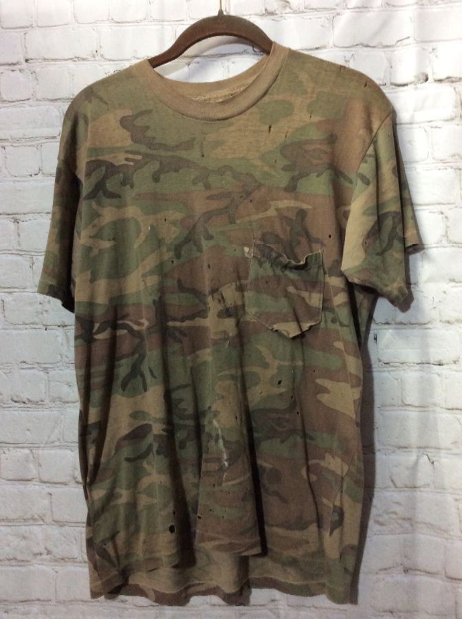 T Shirt W Camo Design Front Pocket Frayed Boardwalk Vintage