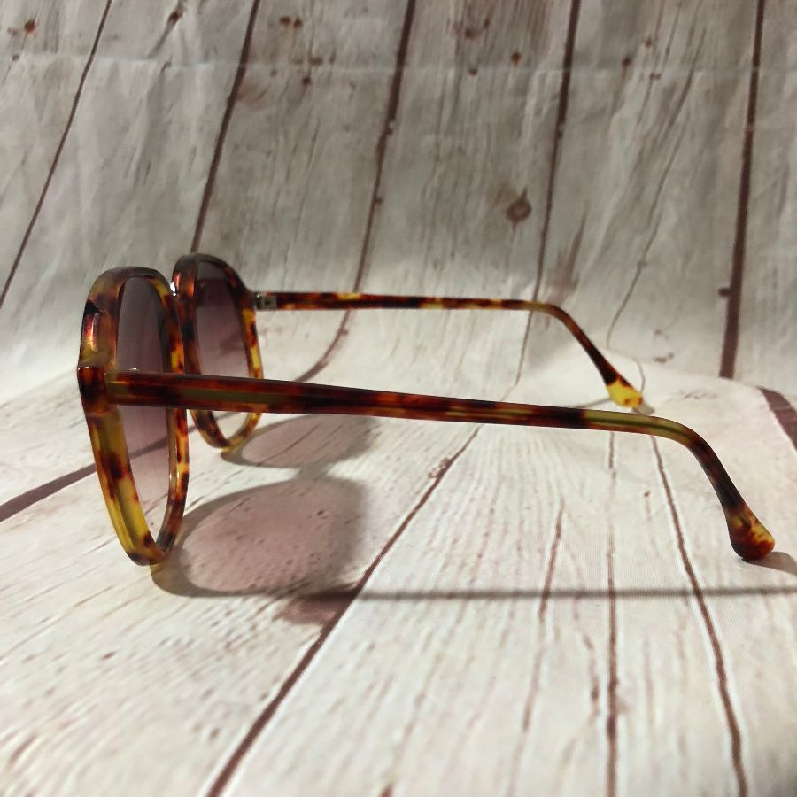 ccb1e895a2 1970 S BIG FRAME UV SUNSET SUNGLASSES » Boardwalk Vintage