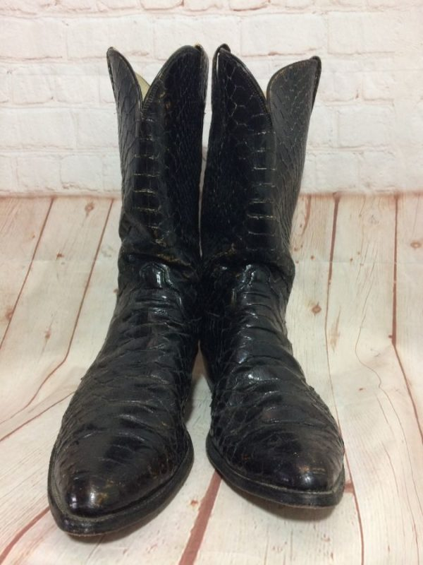 SNAKE SKIN COWBOY BOOTS W/ ROUND TIPPED POINTED TOE