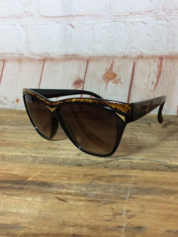 product details: VINTAGE GUY LAROCHE MODEL 5602 SUNGLASSES // MADE IN FRANCE photo