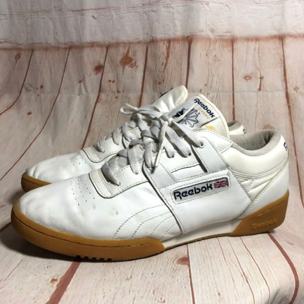 CLASSIC LEATHER REEBOK SNEAKERS W/ GUM SOLE