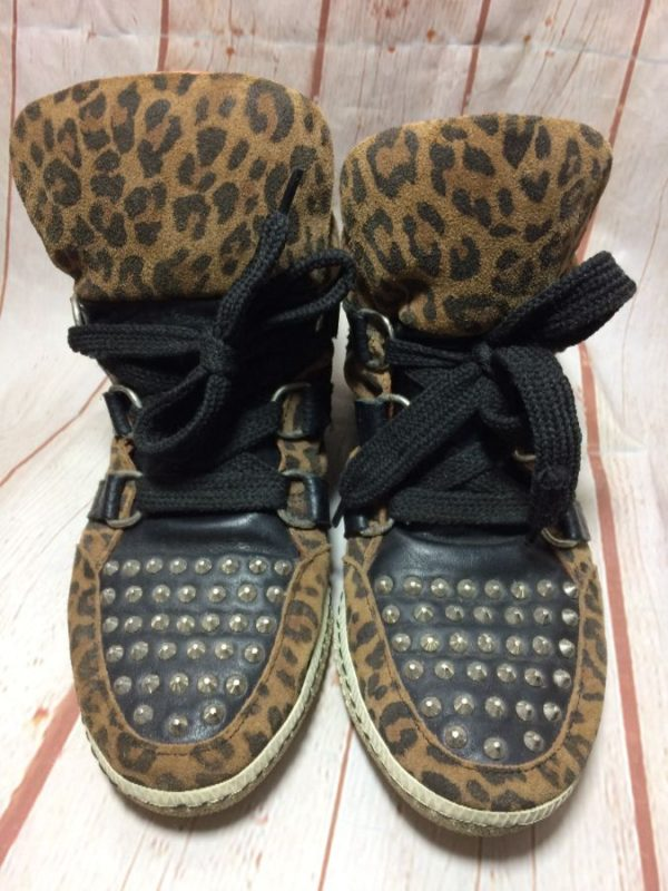 product details: LEOPARD PRINT STUDDED TOE AND BACK HIGH TOP SHOES photo