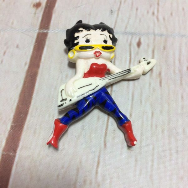 VINTAGE 1980'S ROCKSTAR BETTY BOOP PLAYING GUITAR PIN