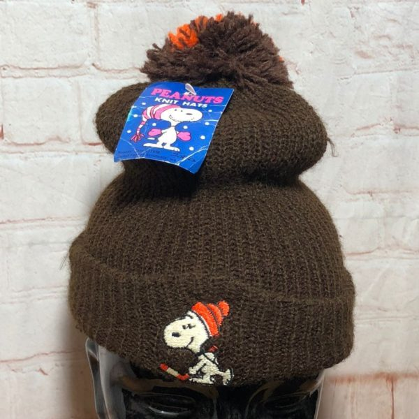 SNOOPY PLAYING HOCKEY KNIT POM POM BEANIE