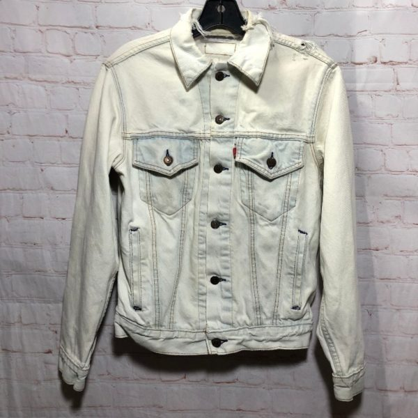 PERFECTLY DISTRESSED BLEACHED LEVIS DENIM JACKET