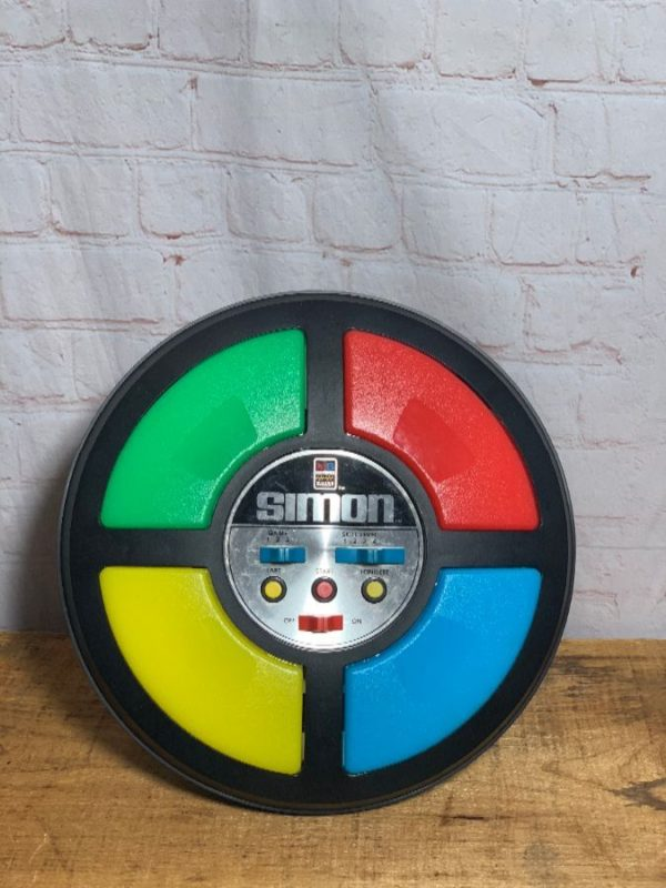 ELECTRONIC SIMON – SIMON SAYS GAME BY MILTON BRADLEY