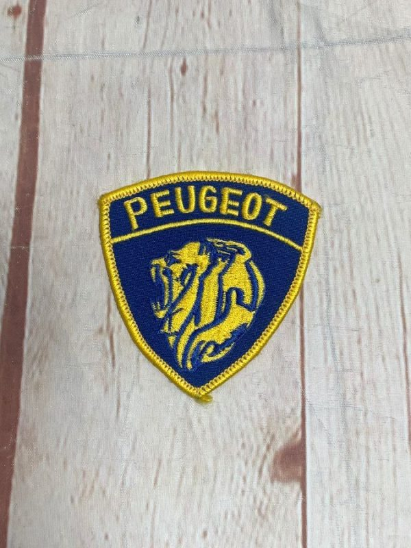 product details: VINTAGE PEUGEOT LION FACE CREST AUTOMOTIVE PATCH photo