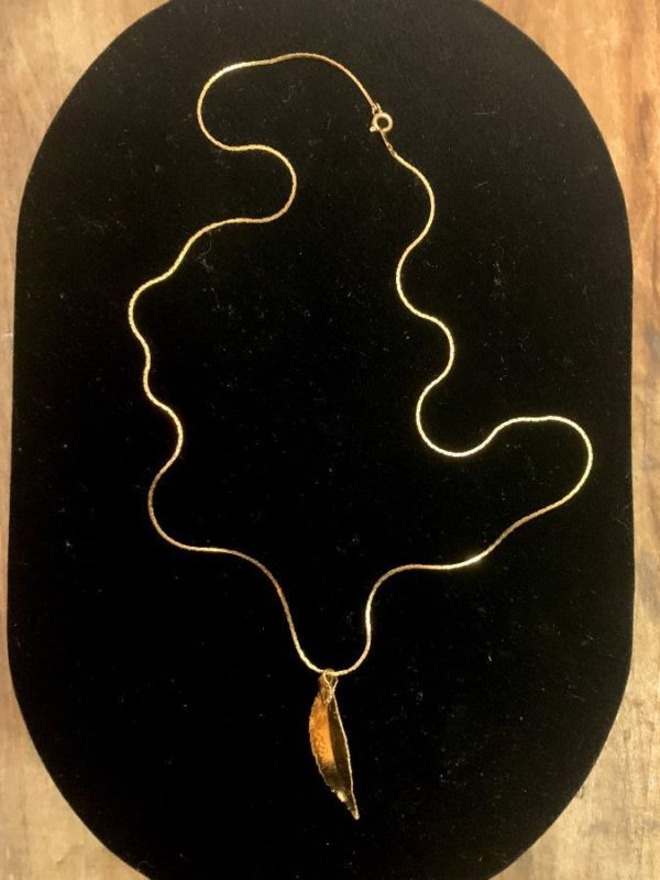 GOLD DIPPED LEAF PENDANT THIN GOLD PLATED SQUARED OFF SNAKE CHAIN NECKLACE