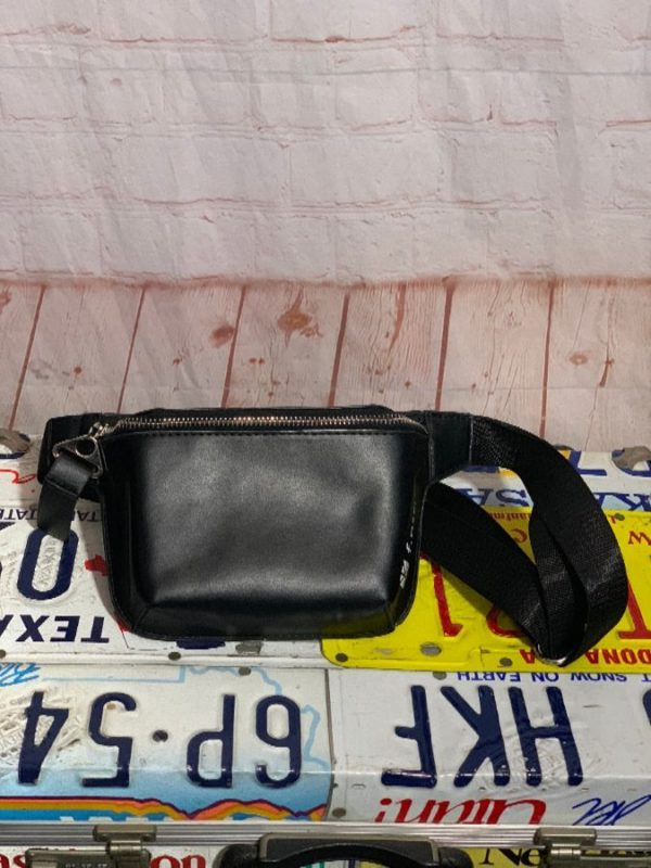 RETRO STRUCTURED FINERY LEATHER FANNY PACK