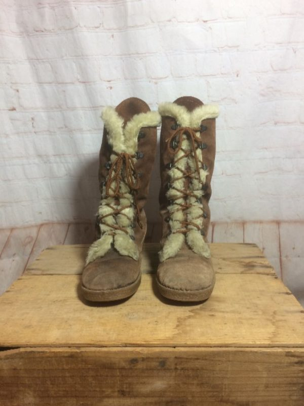 SUEDE LEATHER BOOTS W/ FUR LINING & GUM SOLES