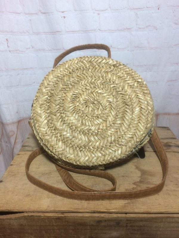 product details: WOVEN STRAW CIRCLE PURSE W/ DETACHABLE STRAP photo