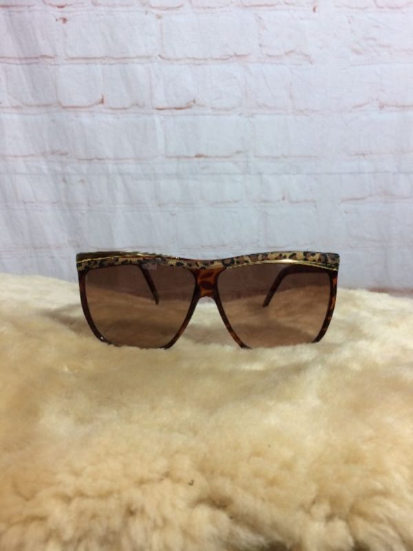 product details: 1980's SUNGLASSES W/ LEOPARD DESIGN FRAMES & GOLD METAL TRIM photo