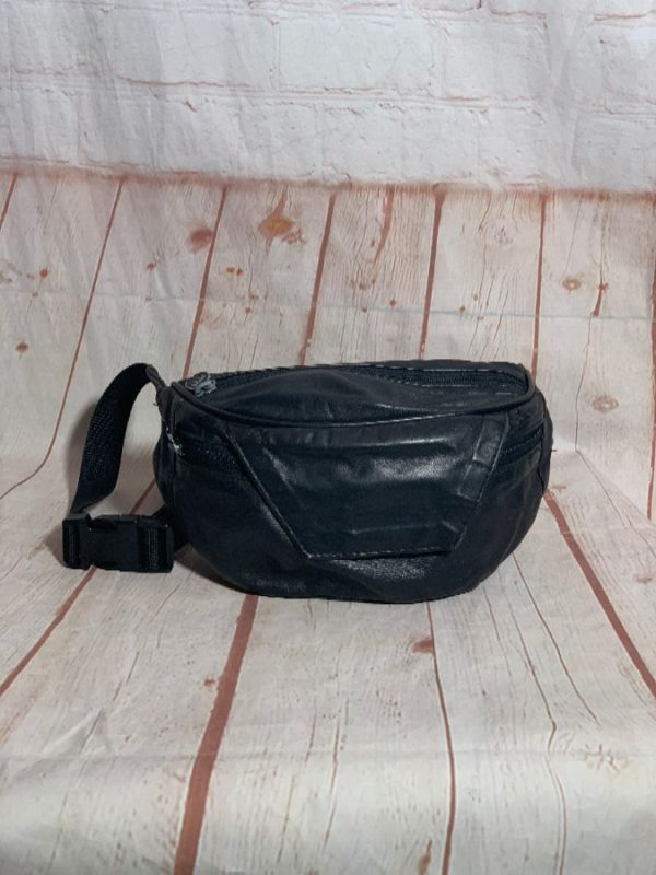 product details: 1980'S LEATHER FANNY PACK W/ TRIANGLE FLAP & 2 ZIP-UP COMPARTMENT photo