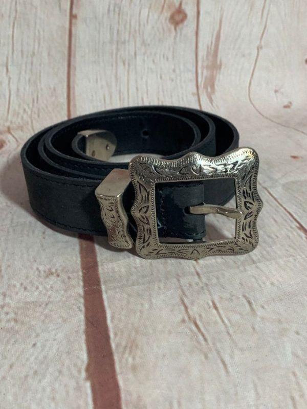 1990'S VINTAGE LEATHER BELT W/ ENGRAVED SQUARED SILVER METAL HARDWARE