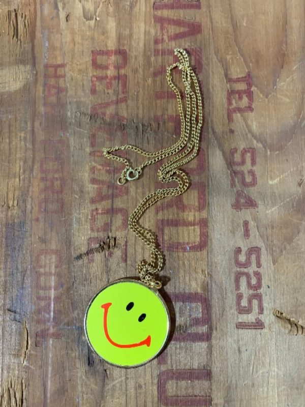 REVERSIBLE SMILEY FACE PENDANT NECKLACE W/ LINK CHAIN