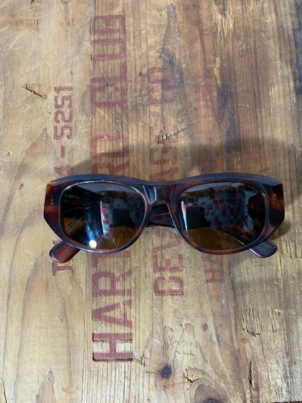product details: VINTAGE 1960'S TORTOISE SUNGLASSES CAT EYE DEKKO RAY-BAN - BAUSCH & LOMB photo