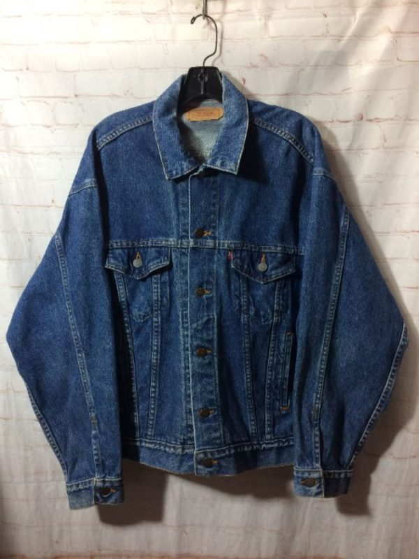 CLASSIC LEVIS DENIM JACKET W/FRONT BUTTONED-UP POCKETS